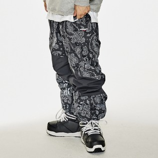 1920 비에스래빗 DIAGONAL BOX JOGGER PANTS BLACK PAISLEY