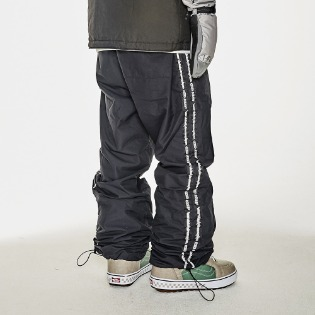 1920 비에스래빗 DOUBLE LINE TAPE TRACK PANTS BLACK