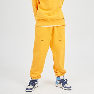 61A HLTDOK™ TYMAX LOGO EMBROIDERY SWEATPANTS ORANGE 큐마일 로고팬츠 오렌지